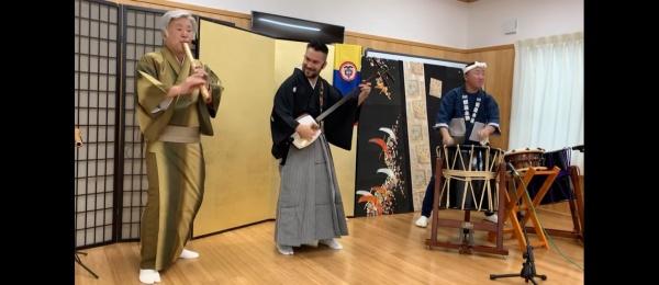 """La Embajada de Colombia en Japón invita a conocer el proyecto fusión """"Senbon Zakura-Te Olvidé"""" del músico colombiano Felipe Lemus"""